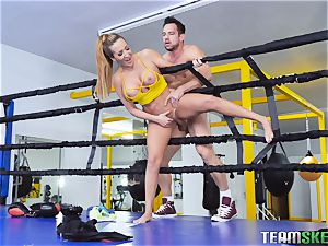 rough boxing session turns into hardocre pussy wedging with Richelle Ryan