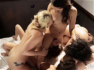 Bree Daniels and her friends have a lesbo intercourse