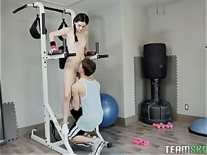 Deep cooch workout for mind-blowing black-haired in gym