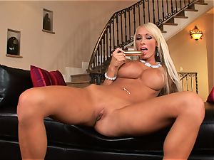 Lichelle Marie crams a hard fucktoy up her raw beaver and loves every minute