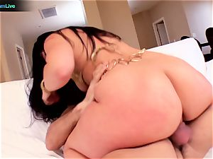 splendid luscious Lopez rounded butt is all over