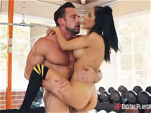 fitness coach Johnny Castle and his new schoolgirl Tia Cyrus
