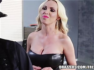 Brazzers - Rampant lesbian cops go at it