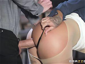 Susi is a gorgeous inked slut that enjoys ample penises