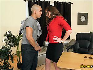 Jessica Rayne boinking her worker