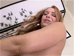 Alexa Nicole provokes this manmeat as she sucks