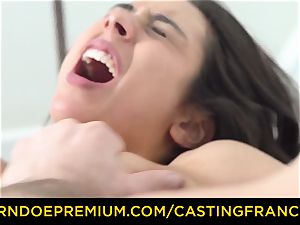 casting FRANCAIS - diminutive babe humped in first casting