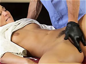 nasty gynecologist fulfills his desire with the masseur