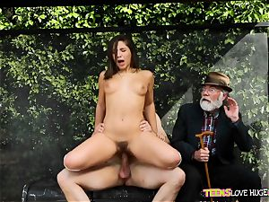 hilarious situation of cootchie jammed daughter and her grandfather witnesses at bus stop - Abella Danger and Bill Bailey