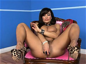 beautiful Lisa Ann jams her fake penis deep in her wet honeypot