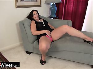 USAwives Dylan Jenn curvy Mature Solo getting off