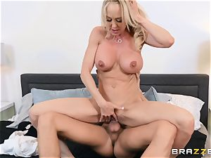 Brandi enjoy pounded in her wet beaver