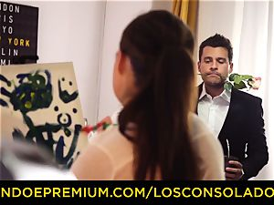 LOS CONSOLADORES - Spicy trio fun with red-hot Tina Kay