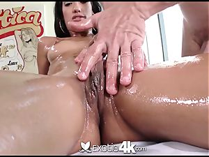 Exotic4k Chloe Amour rubdown drill and jism blast