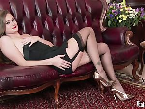 black-haired bursting to jizm in antique corset nylons wank