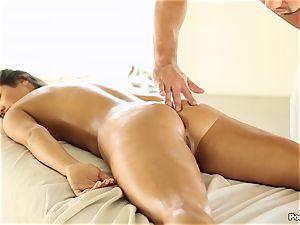 Eva Lovia likes an after massage ravaging
