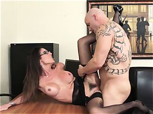 Office ultra-cutie Dava Foxx Blows Her chief to Keep Her Job
