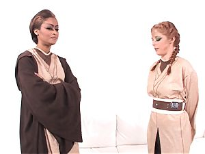 Jedi skin Diamond demonstrates Penny Pax the strength