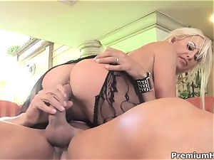 crazy sizzling Savannah Gold riding a highly molten hard meatpipe