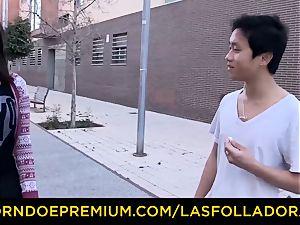LAS FOLLADORAS - hefty fun bags Oriental babe has four way