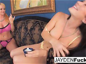 Jayden likes to lick Sophie's vulva