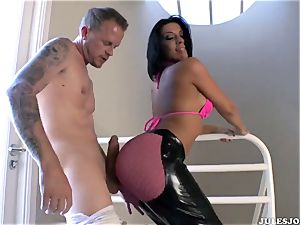 yam-sized ass pornography starlet Rachel Starr gets her perfect bootie very first time poked