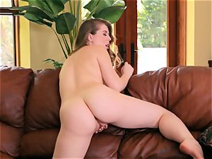 Jessi June peels off her bikini and masturbates