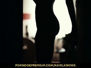 A chick KNOWS - slim Gina Gerson sensual lezzy bang-out