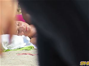 first-timer sans bra Beach spycam teens - Hidden webcam vid