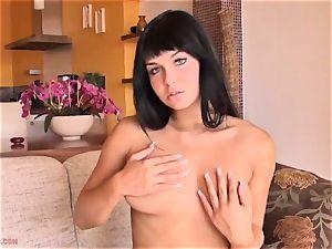 Victoria Blaze unsheathes vag