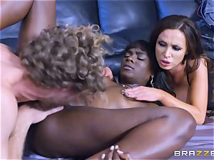steamy three-way with Ana Foxxx and Romi Rain