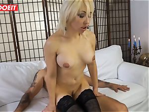 steamy cougar gets banged xxx in first time casting