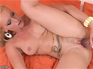 Kathia Nobili plow her girlfriend with faux-cock